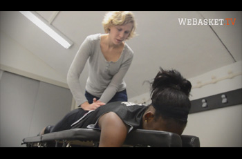 Eloa Wijnker chiropracteur avec Assetou Traore