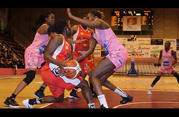 Résumé d'Arras Pays d'Artois Basket Féminin - La Roche Vendée Basket Club (60-66)