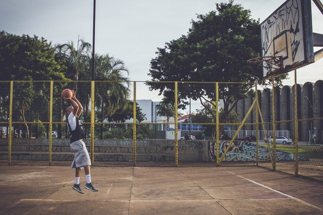 s'imaginer en match de basket crucial à l'entrainement
