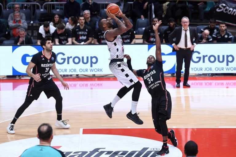 amath-mbaye-bologne-besiktas-champions-league-19