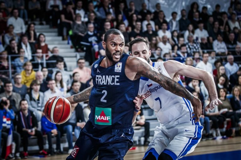 amath-mbaye-france-tcheque-qualification-mondial-2019
