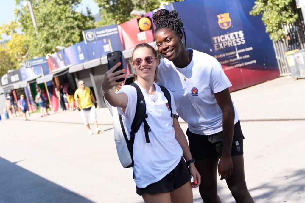 selfie d'alix duchet avec ornella bankole au camp nou