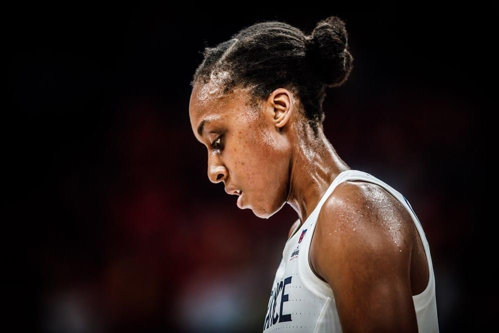 sandrine gruda lors du match france-belgique en quart de finale de l'eurobasket 2019