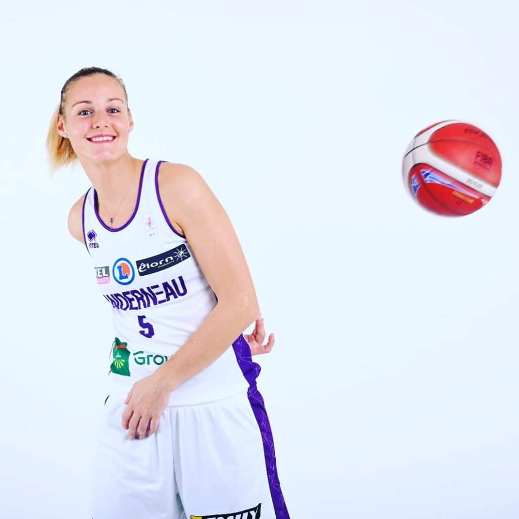 Virginie Bremont au shooting photo d'avant saison du MAIF Open LFB 2019