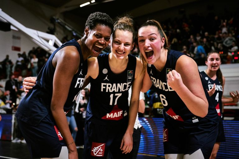 valeriane ayayi, marine johannes et alexia chartereau en equipe de france feminine de basket