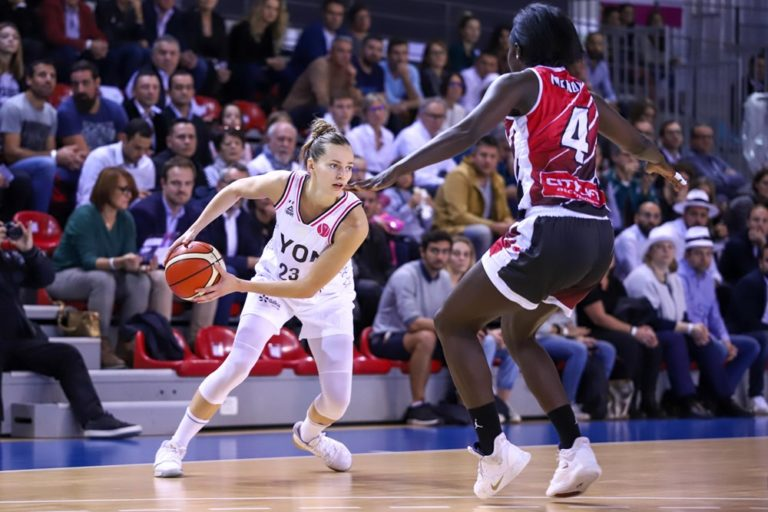 marine johannes face a magali mendy asvel-gerone euroleague 2019-2020